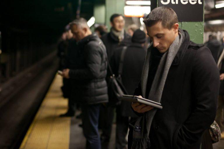 Halve befolkningen leser aviser på nettet